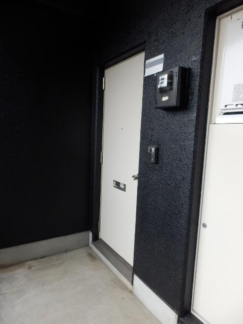 ハイツ霜越 303号室のエントランス