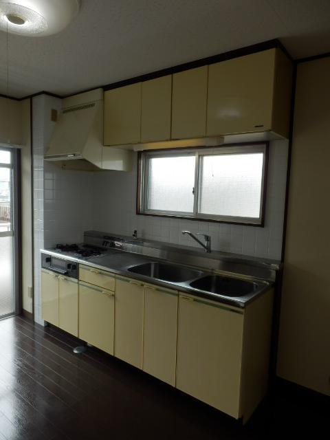 ハイツ霜越 303号室のキッチン