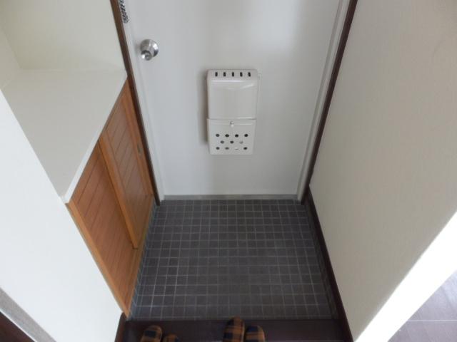 ハイツ霜越 303号室の玄関