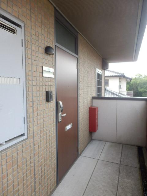 プレミール泉 203号室の玄関