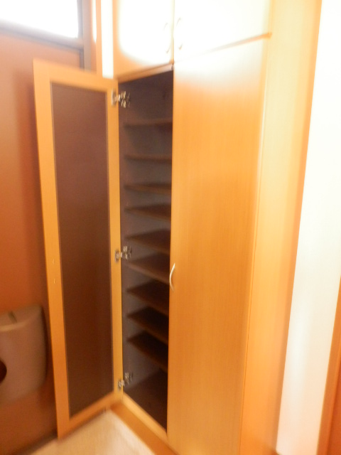 プレミール泉 203号室の収納