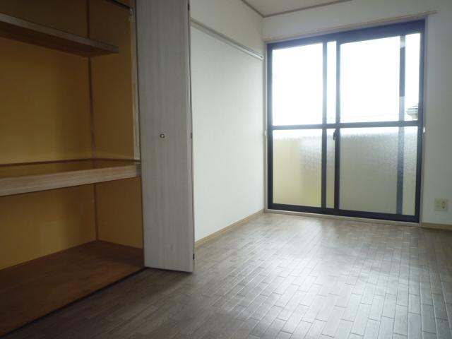 クレストD 102号室の居室