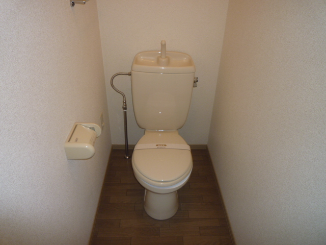 クレストD 102号室のトイレ