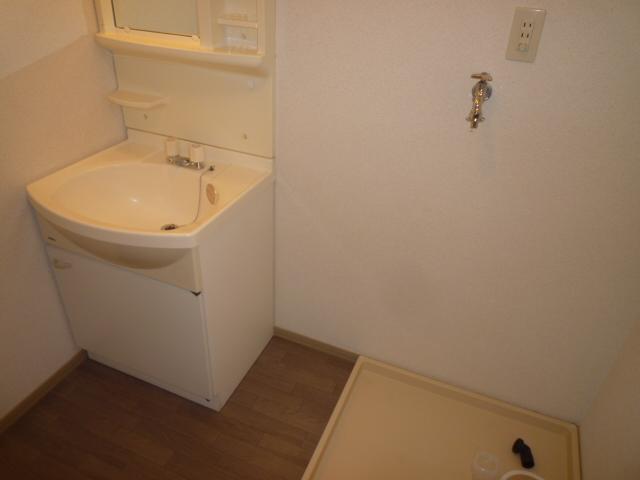 クレストD 102号室の洗面所