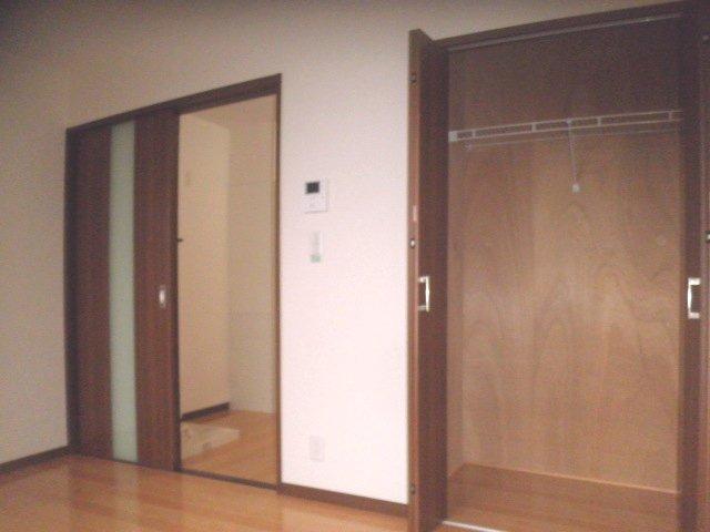 サンパレス 201号室のリビング