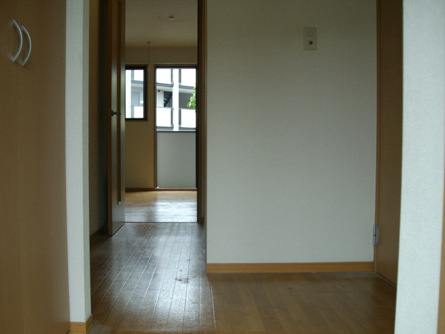 セレニティーホームズC 102号室の収納