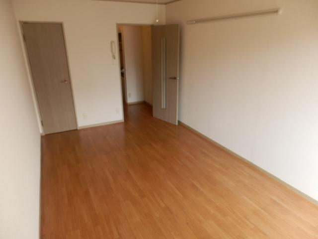 エクレール相原B 203号室の居室