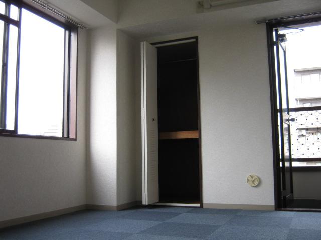 コンフォートスズヤ 502号室のリビング
