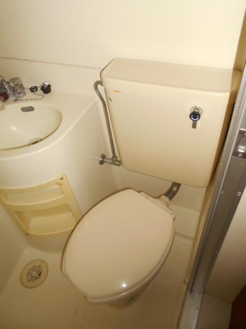 ジュネパレス春日部第8 102号室のトイレ