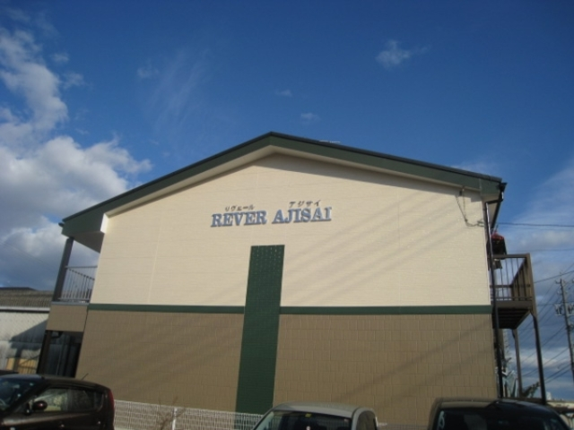 REVER AJISAI 202号室のエントランス