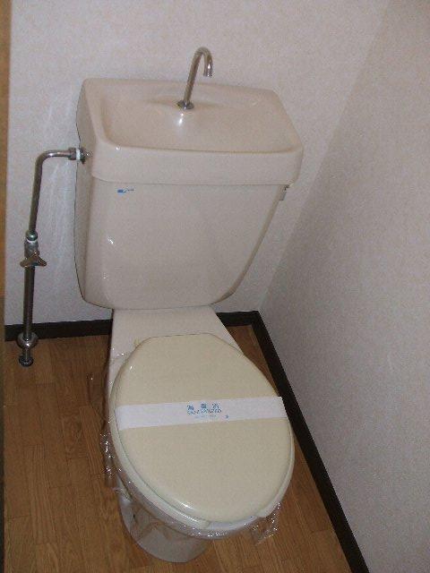 REVER AJISAI 202号室のトイレ