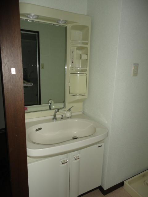 隅除マンション 101号室の洗面所