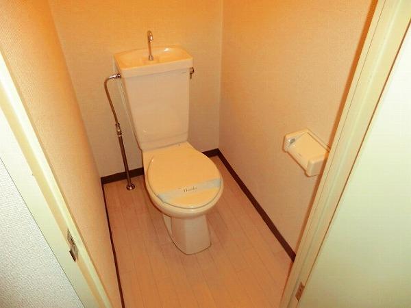 スイート霞苑 3B号室のトイレ