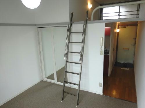 レオパレスWe 105号室のリビング