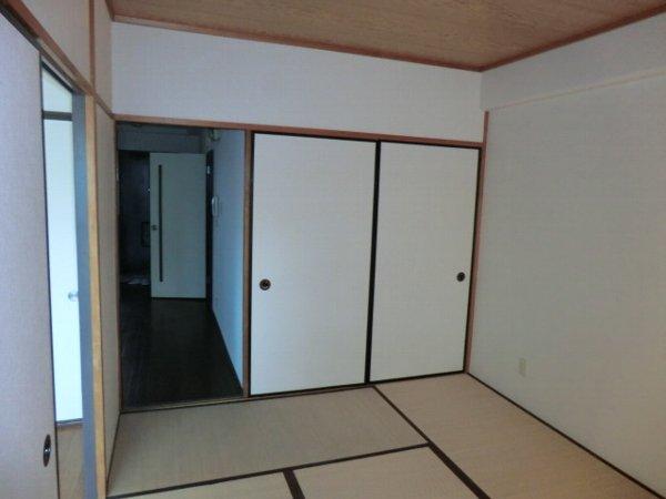 ハイグレージュM 302号室のベッドルーム