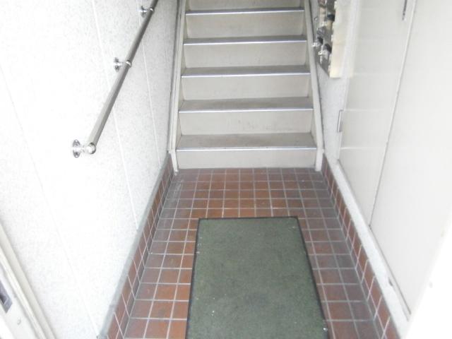 セントラルフラット多摩平 202号室のエントランス