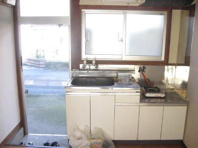 第2平荘 102号室のキッチン