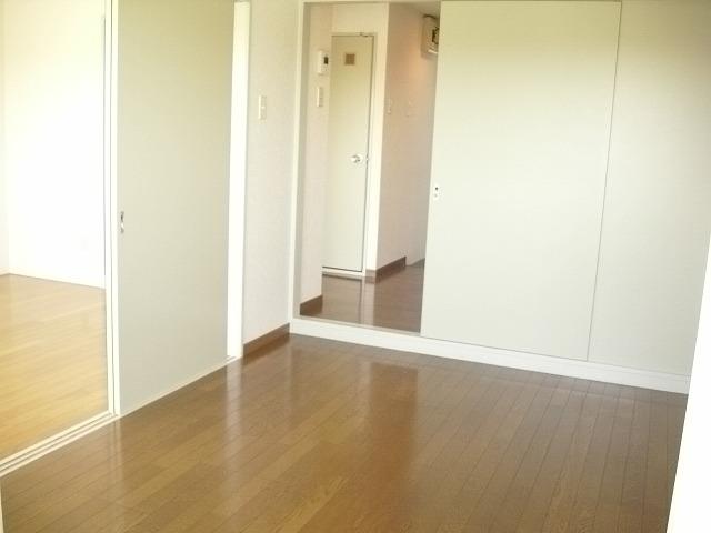 KHハイツⅡ 201号室のベッドルーム