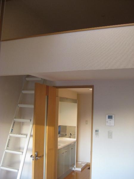 プランドール瓢箪山 105号室のリビング
