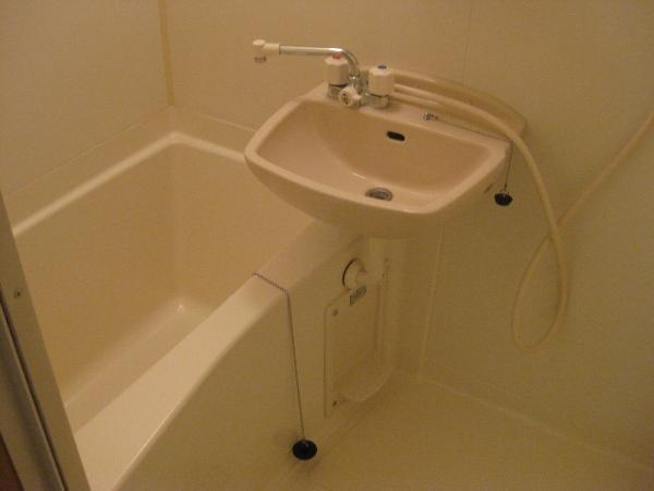 プランドール瓢箪山 105号室の風呂