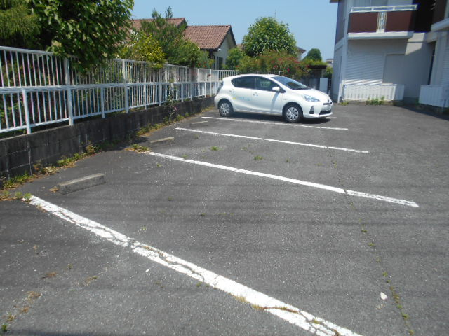 ハイツサングリア 103号室の駐車場