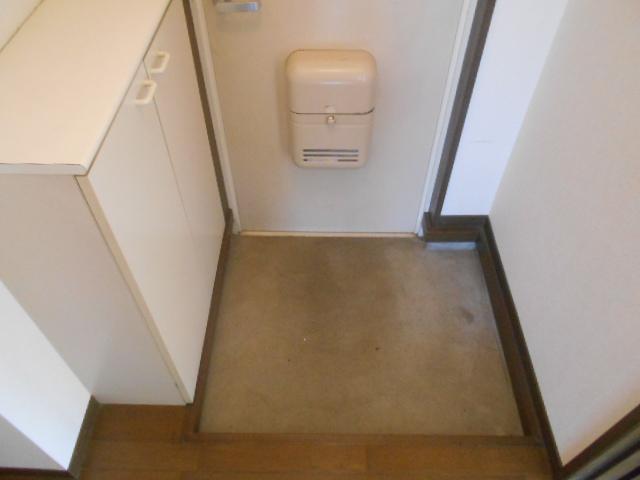 ハイツサングリア 103号室の玄関