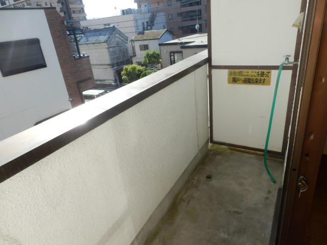 菊井コーポ 302号室のバルコニー