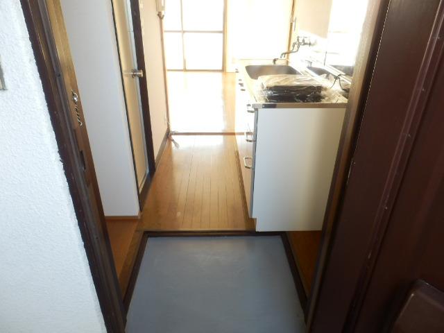 菊井コーポ 302号室の玄関