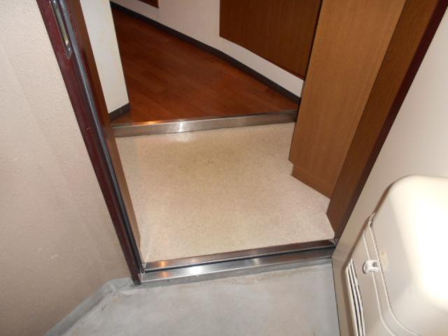 ツインズKⅡ 202号室の玄関