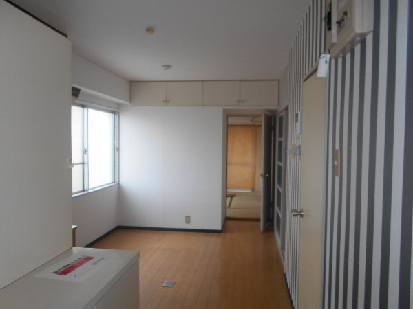 ディマンシュ清水 202号室のリビング