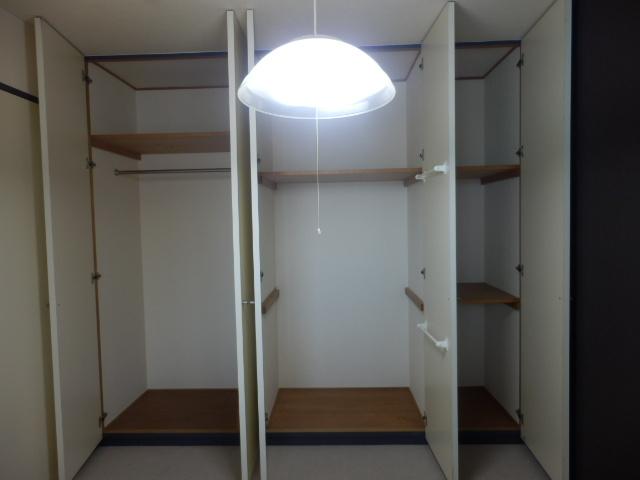 プライムコート元本郷 501号室の収納