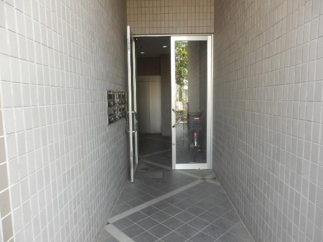 プライムコート元本郷 501号室のエントランス