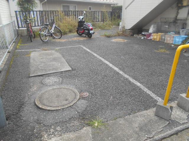 シティハイムアサヒダイ 101号室の駐車場