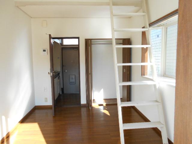 ラフォーレ錦 203号室の居室
