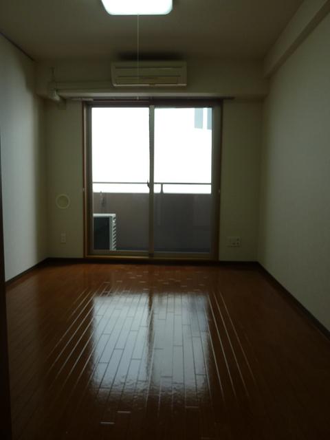 ドミール聖蹟桜ヶ丘 305号室のバルコニー