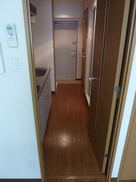 ドミール聖蹟桜ヶ丘 305号室の玄関