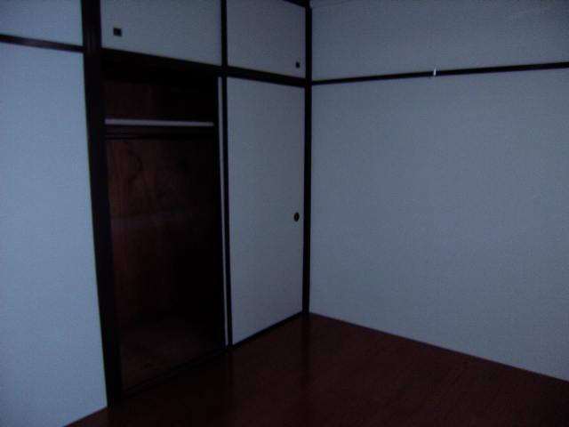 メゾン新川口東棟 102号室のリビング
