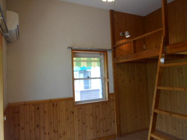 コートビレッジ桜ヶ丘パートⅡ B104号室のリビング