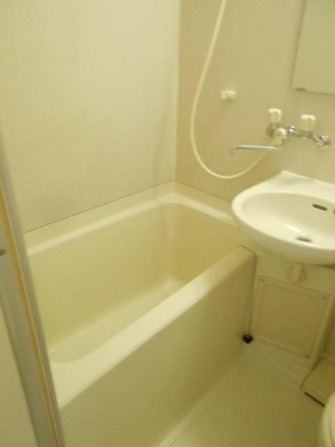 コートビレッジ桜ヶ丘パートⅡ B104号室の風呂