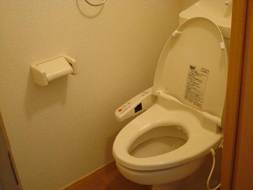 レオパレスウィング5 203号室のトイレ