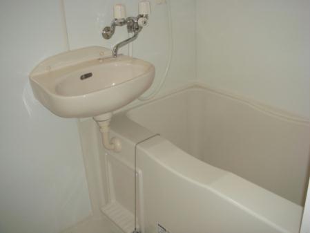 レオパレスウィング5 203号室の風呂
