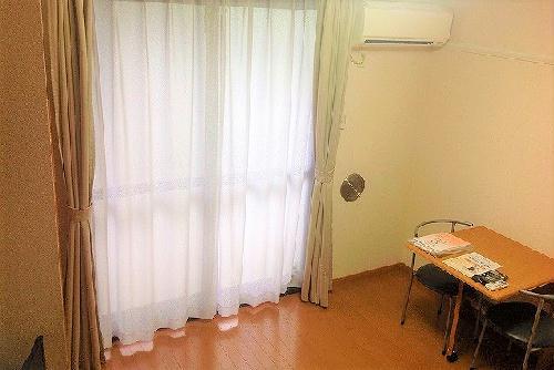 レオパレス多摩平 103号室のリビング