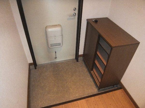 リンピア堀田 303号室の玄関