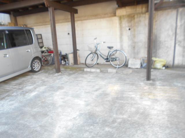 ソミュール百草Ⅰ 103号室の駐車場