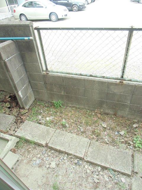 イーストハイツ 102号室の庭
