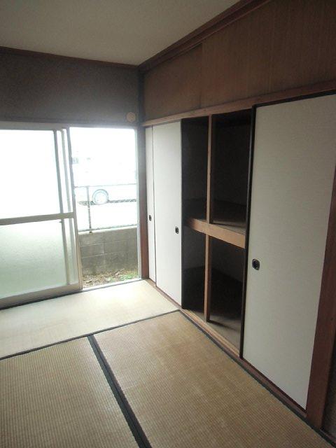イーストハイツ 102号室の収納