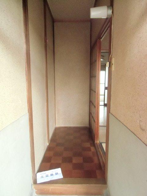 イーストハイツ 102号室の玄関