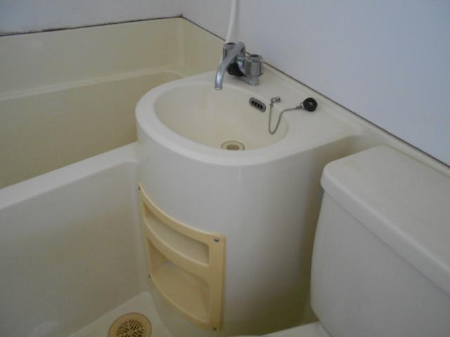 ヴィラ永山 102号室の洗面所