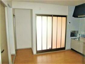 ヴィルヌーブ四谷 202号室の居室