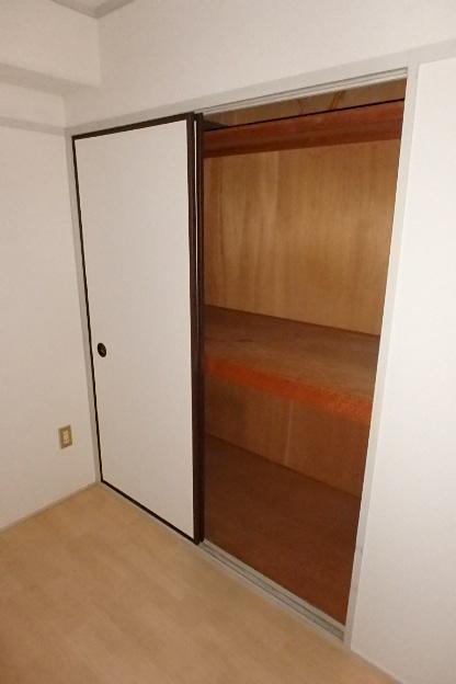 プレズ名古屋徳川 3B号室の収納